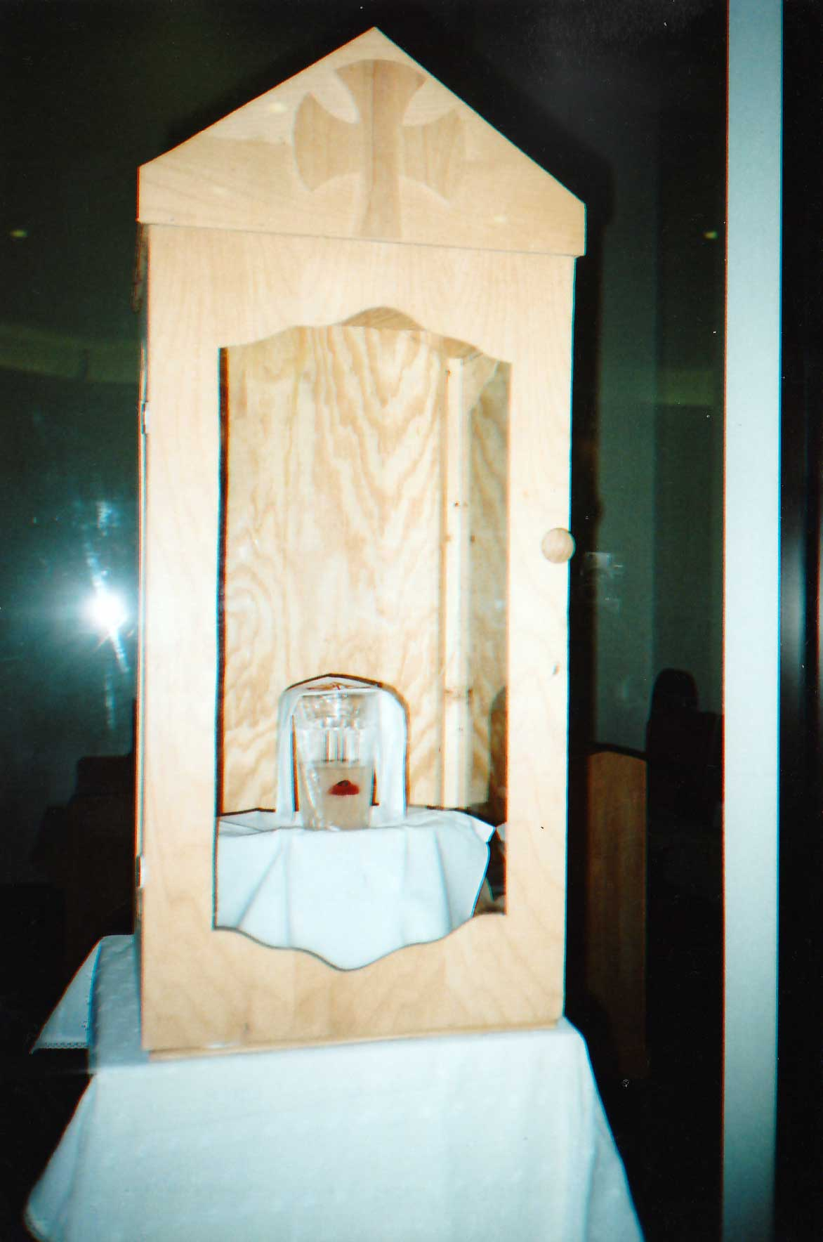 Dallas Eucharistic Miracle in the glass